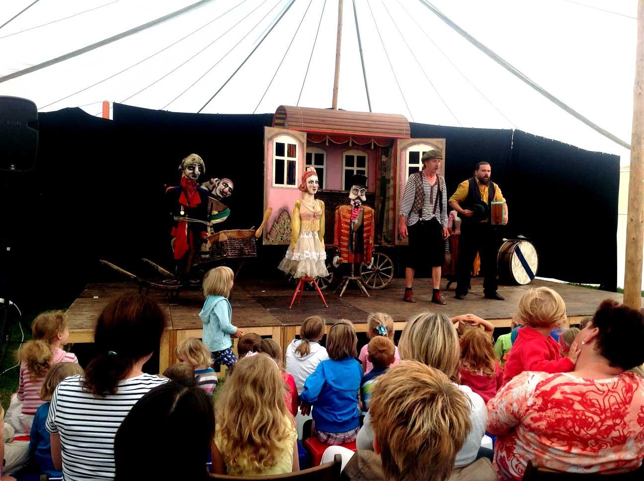 Cirkus-a-kočovné-divadlo